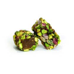DEux confiseries au malban et enrobées de pistache.